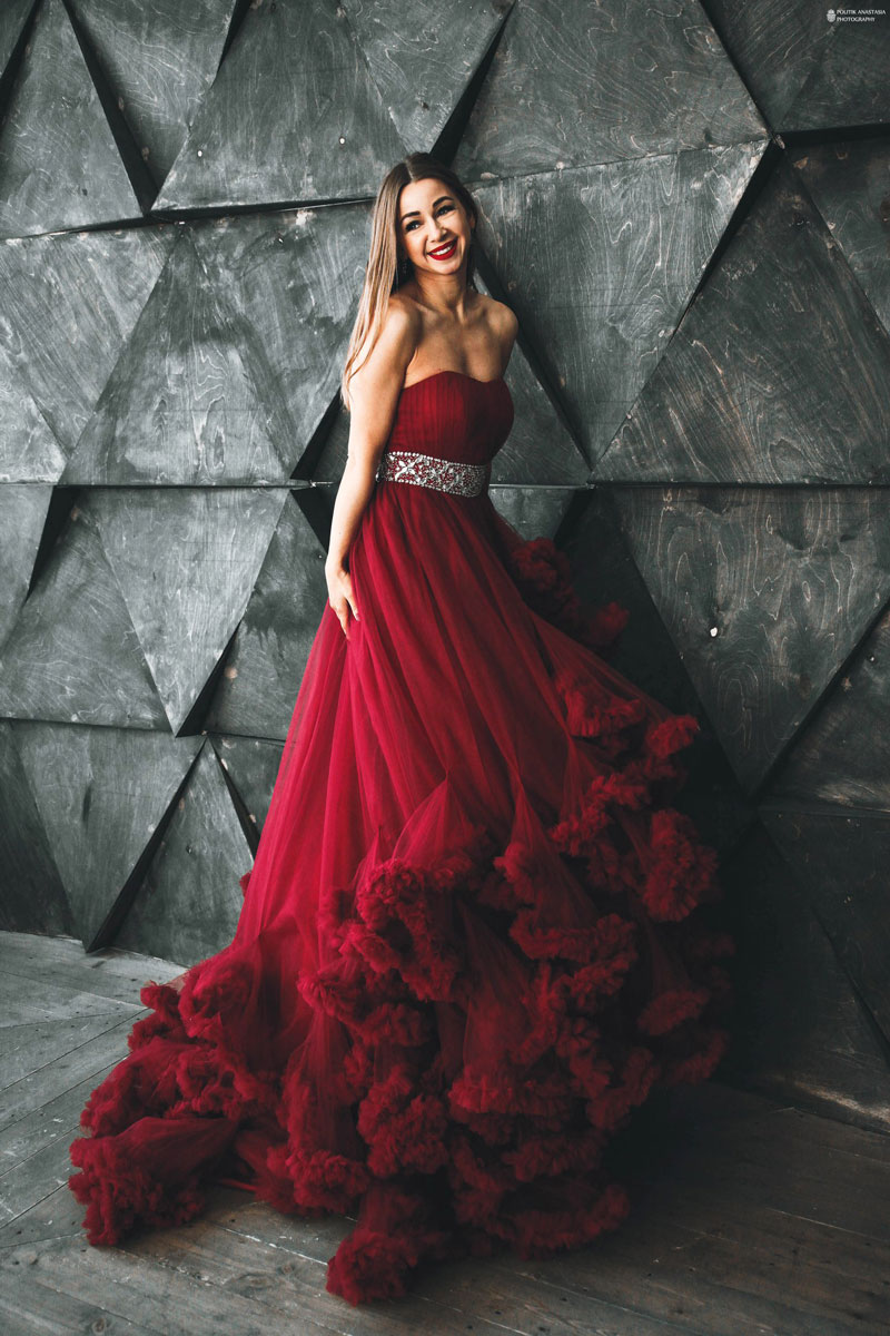 Темно-красное платье в пол