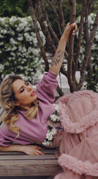 Розовый свитшот в аренду
