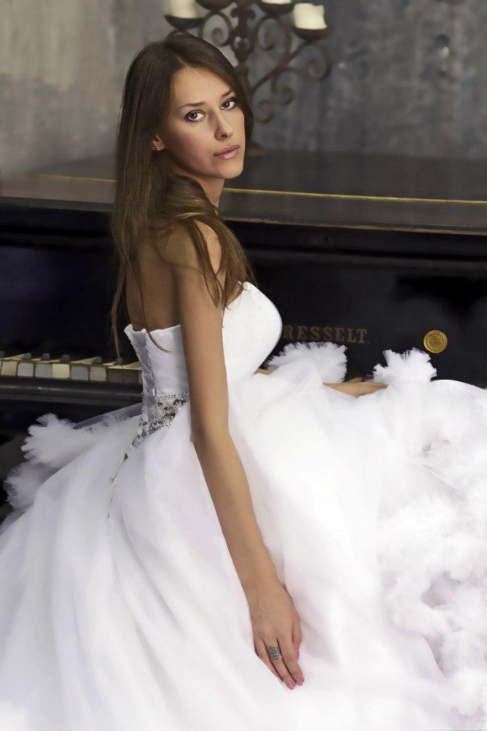 Белоснежное свадебное платье облако