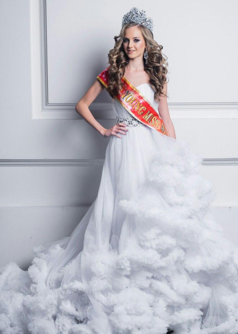 Победительница конкурса красоты юная мисс мира