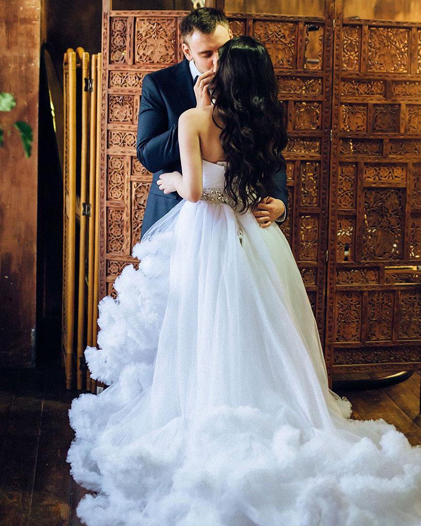 Белое свадебное платье из невесомого облака