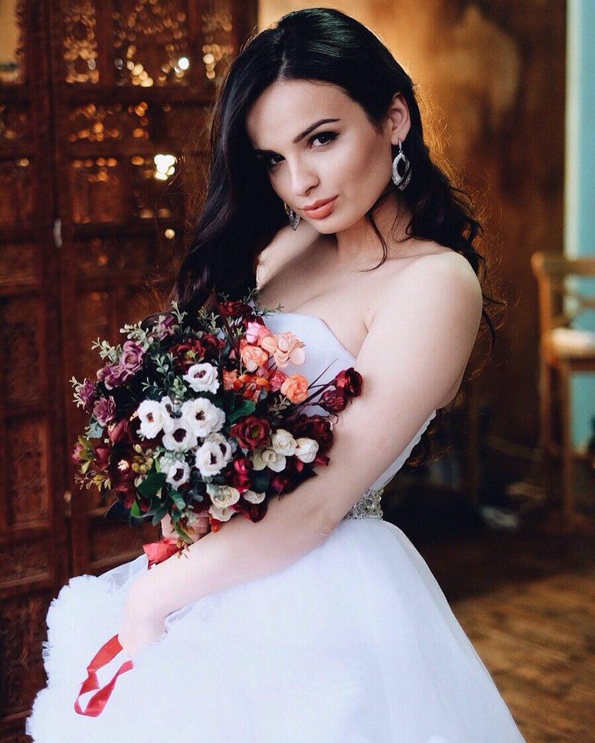 Белое платье напрокат для свадебной фотосессии