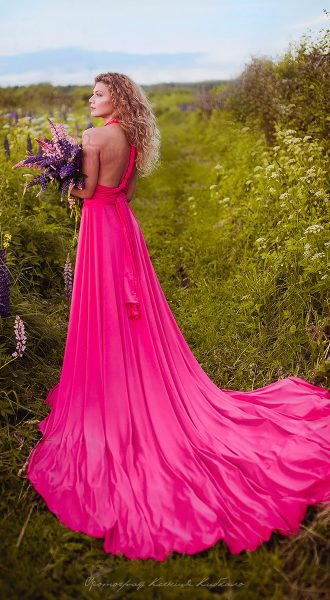 Розовое платье из нескольких элементов