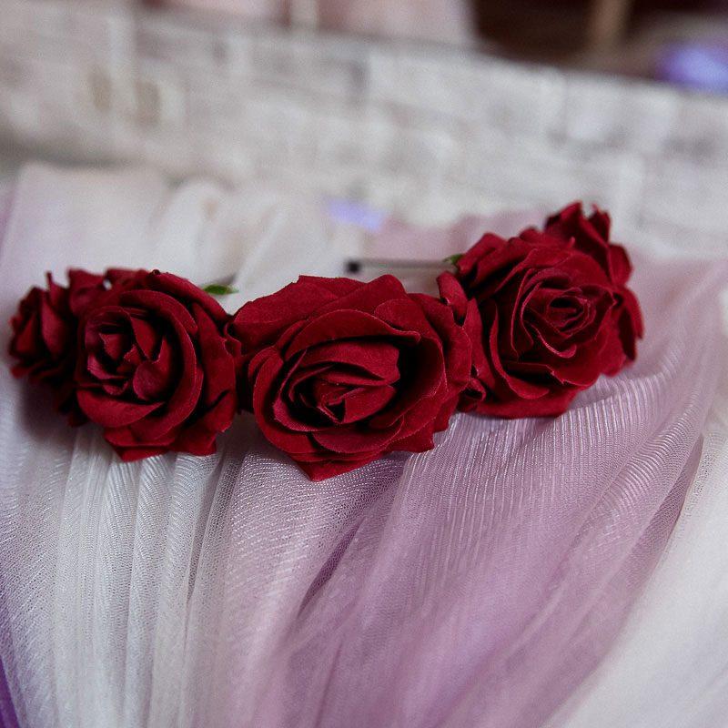 Венок из бордовых роз W-05
