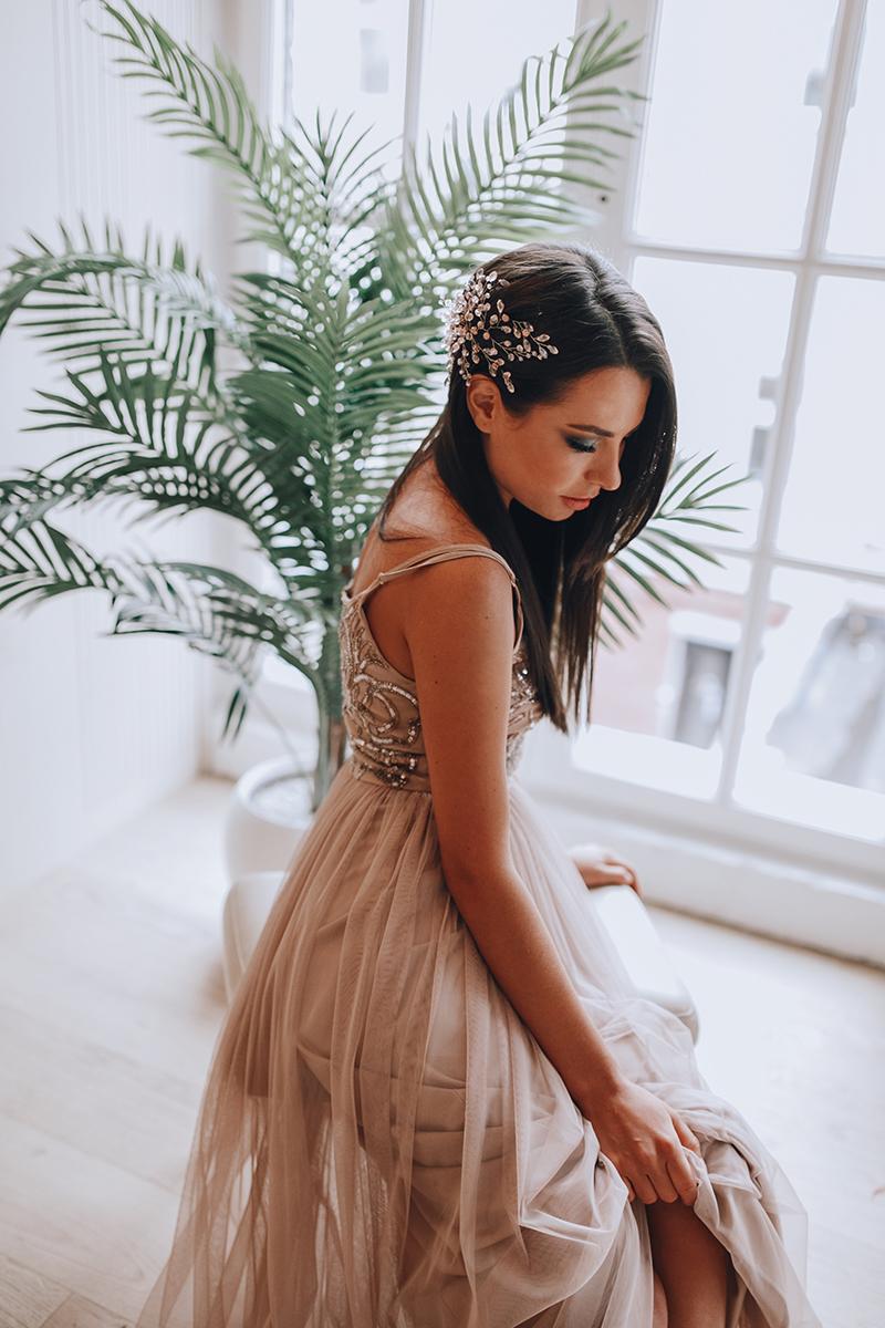 Вечернее платье оттенка кофе с молоком