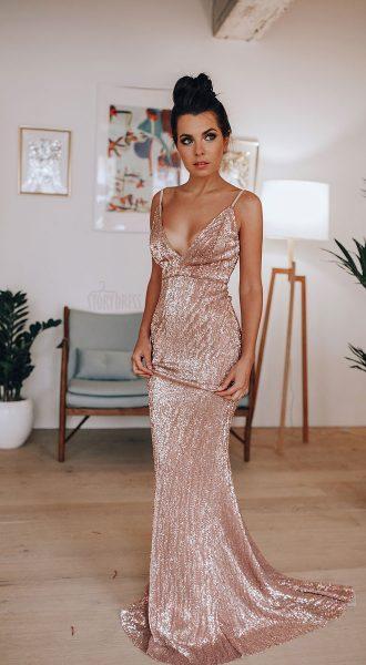 Блестящее платье-рыбка со шлейфом