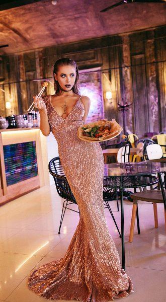 Платье силуэта рыбка бронзовых оттенков