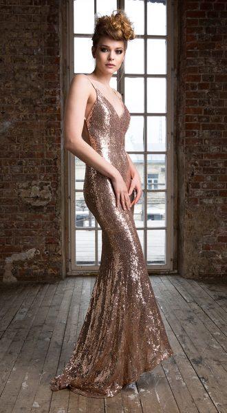 Платье в пол золотистого цвета