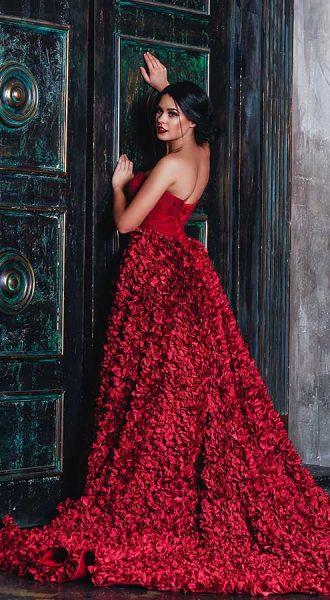 Пышное платье красного цвета