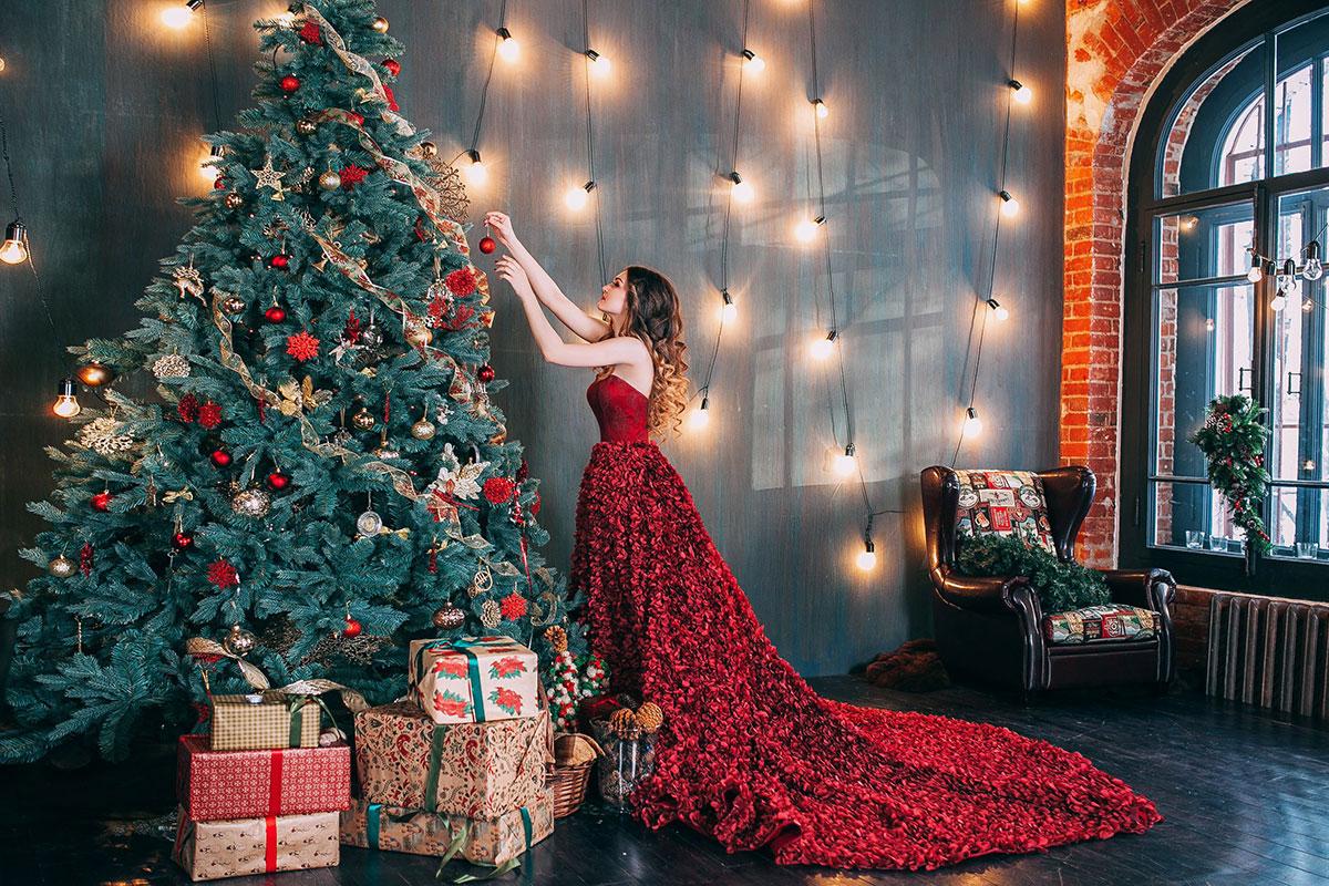 Новогодняя фотосессия в бордовом платье