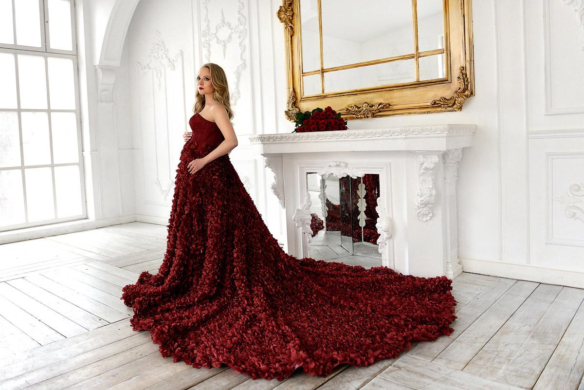 Темно-красное платье в аренду