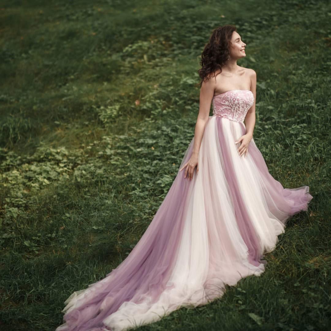 Лиловое пышное платье