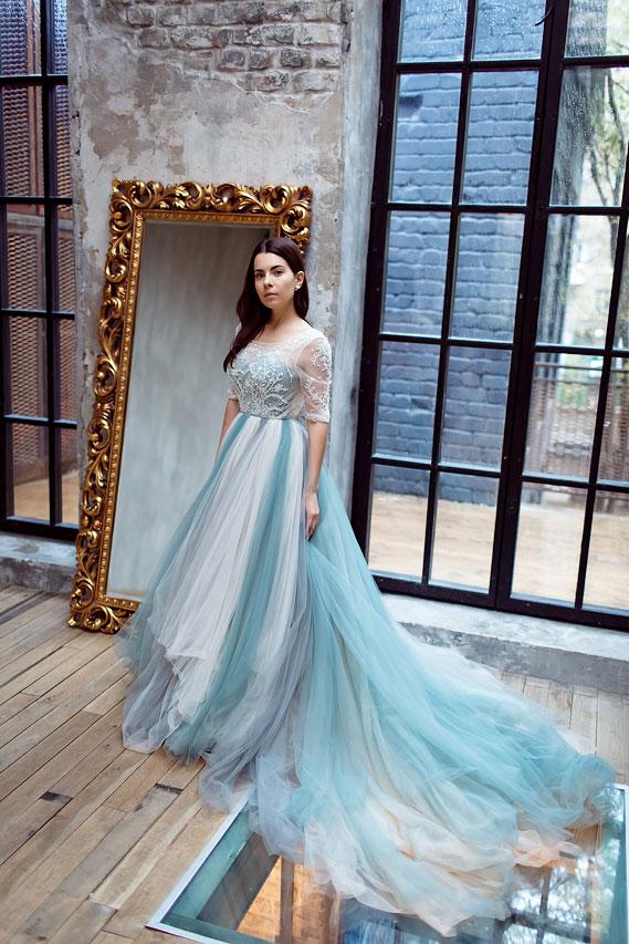 Пышное платье в серо-голубых тонах аренда