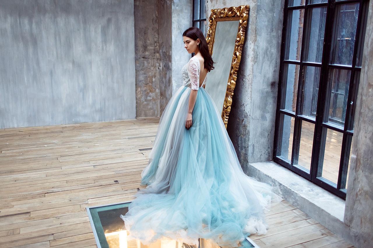 Шикарное платье в дымчато-голубых тонах