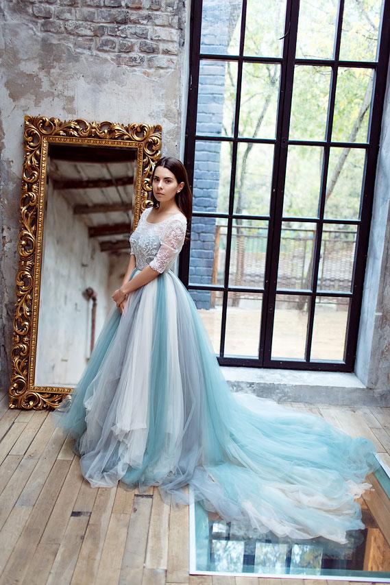 Бело-голубое воздушное платье