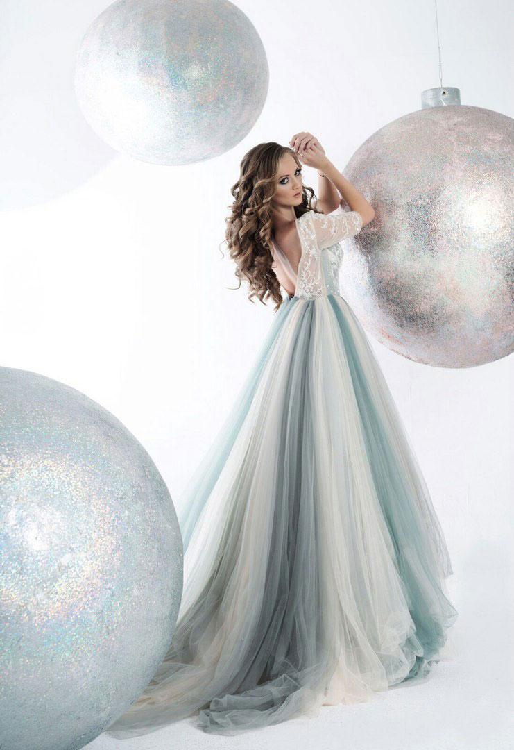 Новогодняя фотосессия с огромными елочными шарами