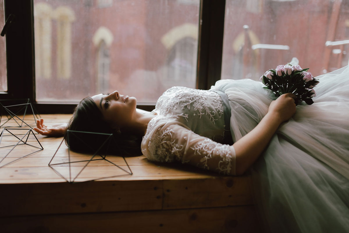 Фотосессия в платье с букетом