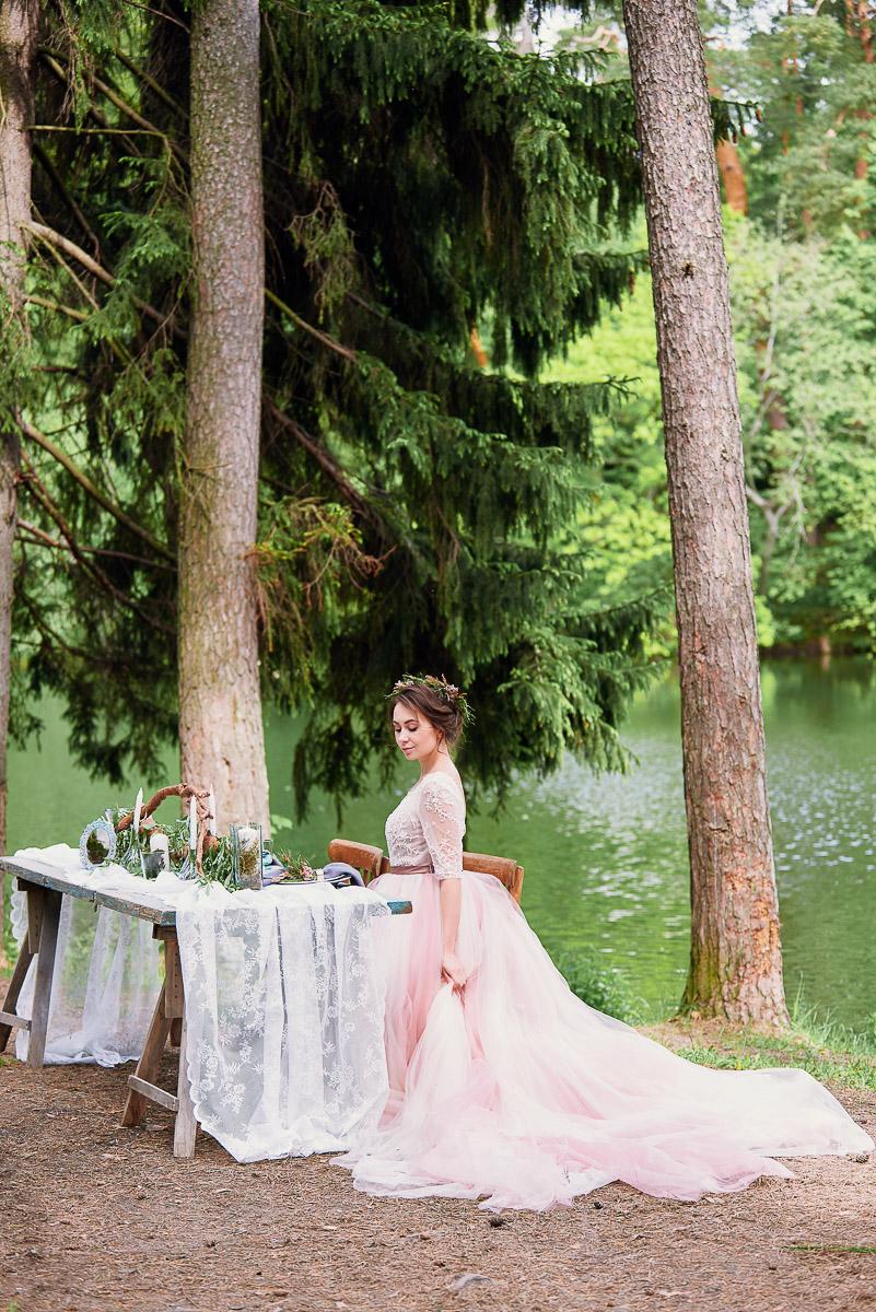 Платье с пышной юбкой и кружевным верхом