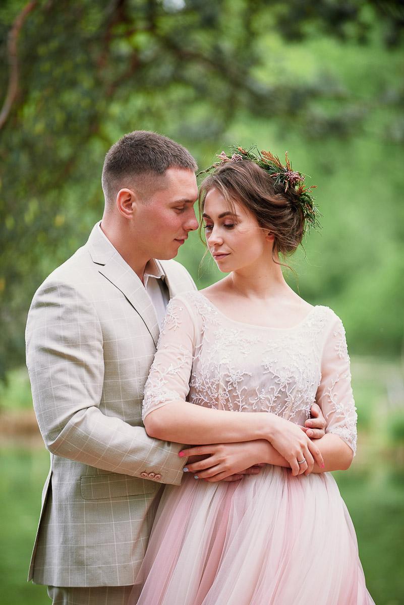 Нежный образ влюбленной женщины в платье