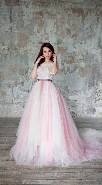 Прекрасная невеста в дизайнерском платье