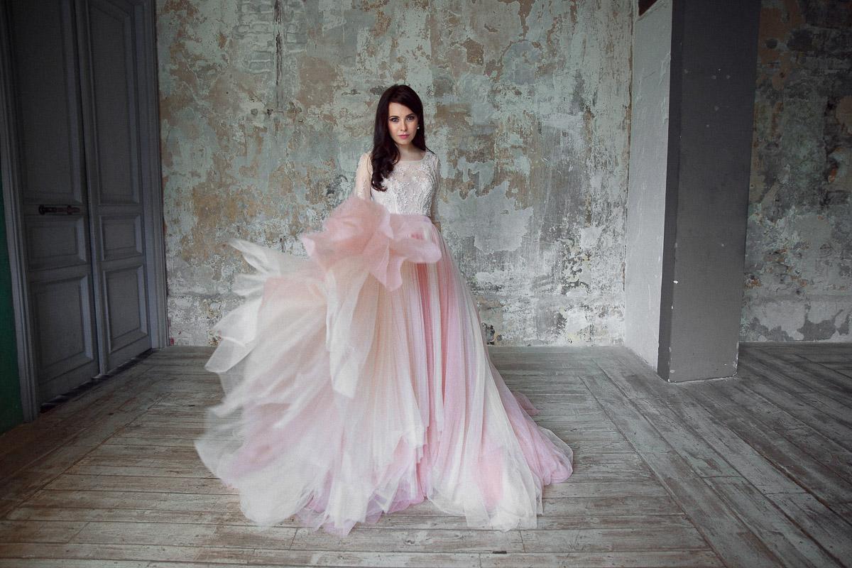 Платье с полупрозрачным верхом и вышивкой