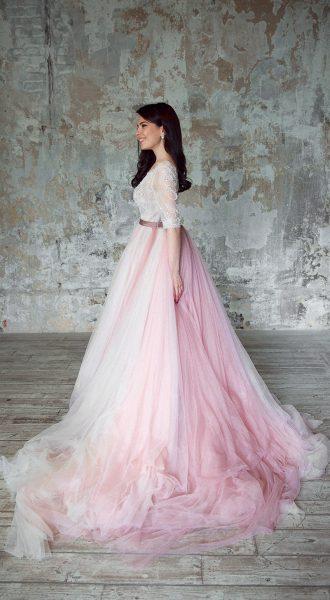 Пышное платье в пол нюдовых оттенков