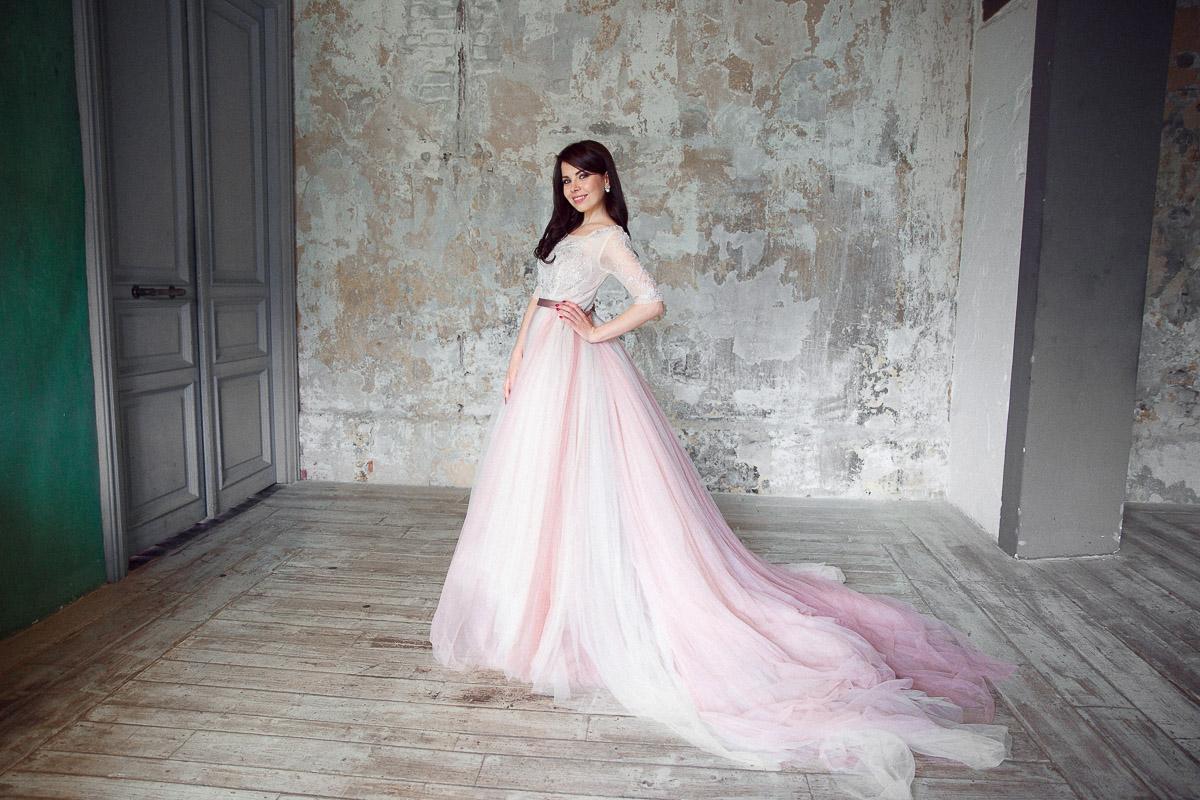 Платье нюдовых оттенков