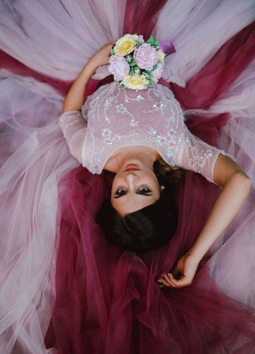 Фотосессия в трендовом платье двух цветов