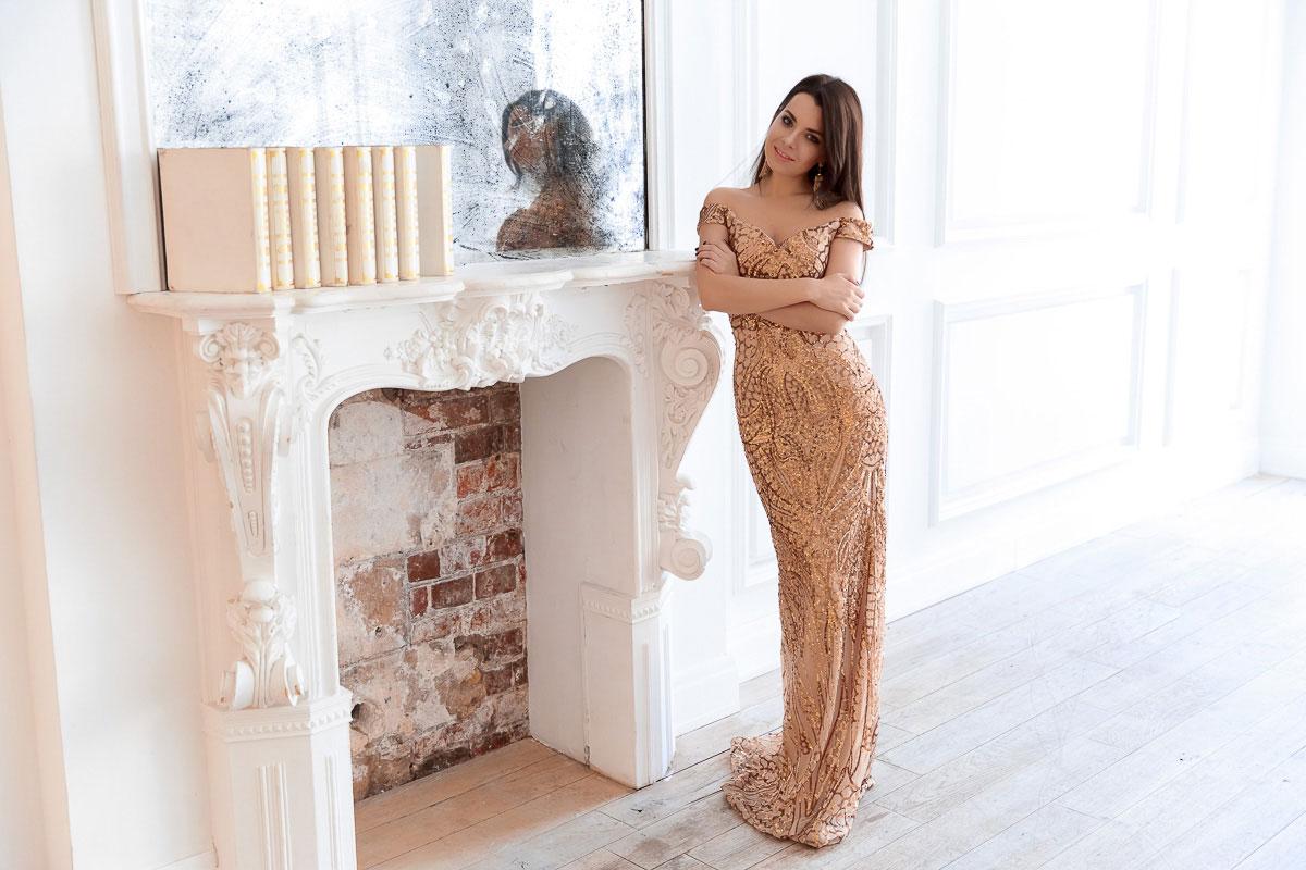 Золотое вечернее платье для ослепительного образа