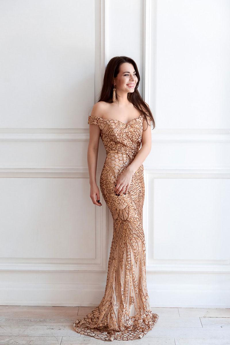 Платье с приспущенными рукавами