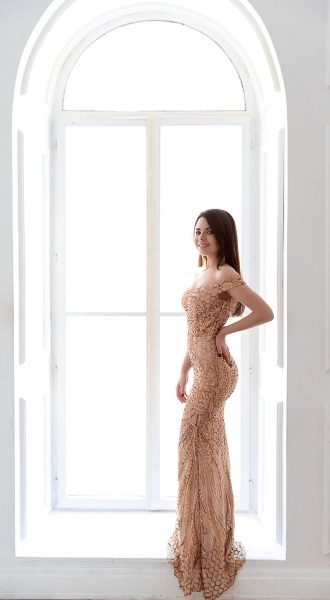 Платье с золотыми пайетками