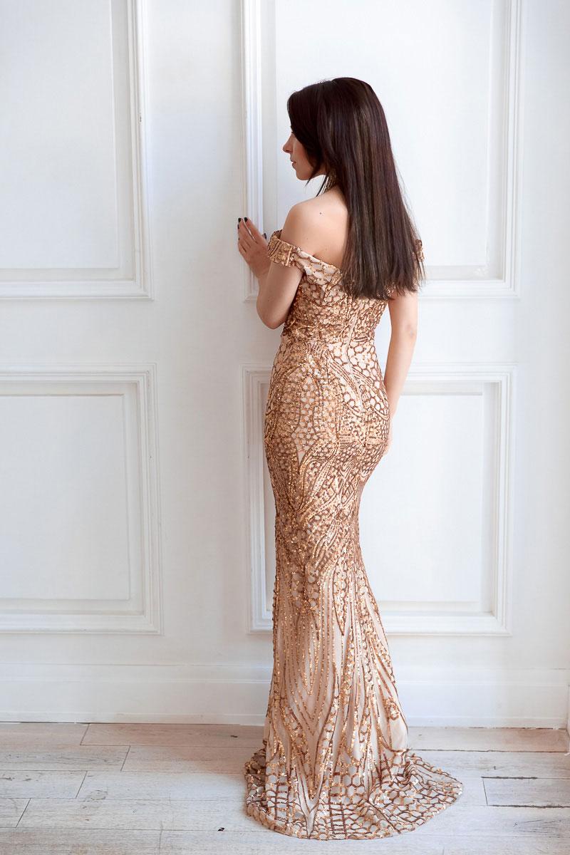 Вечернее платье с золотыми пайетками