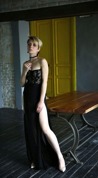 Фотосессия в черном прозрачном платье