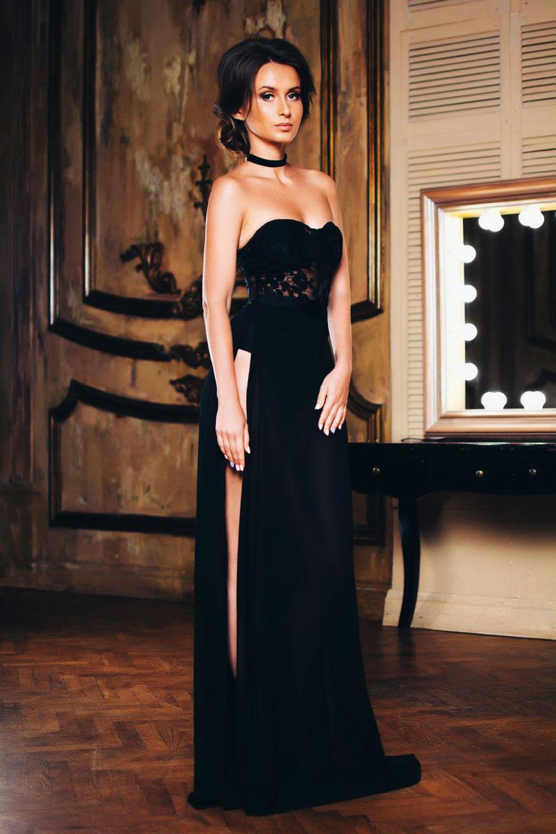 Соблазнительное платье из кружева для откровенной фотосессии