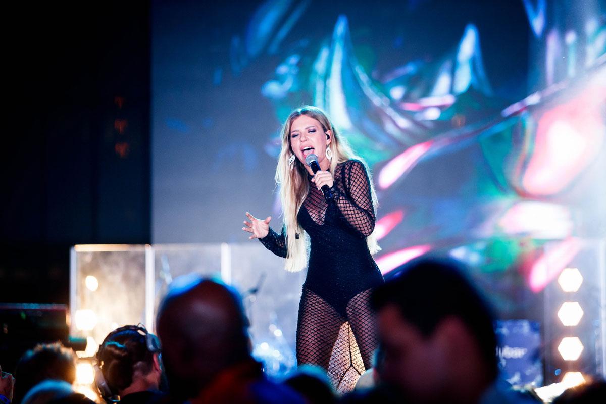 Рита Дакота выступает на концерте в Дубае