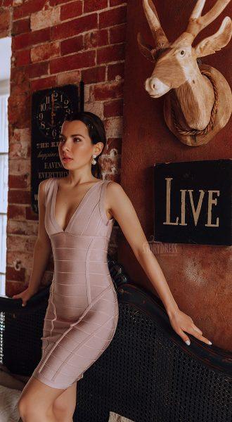 Утягивающее платье телесного цвета