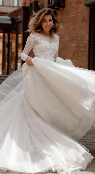 Закрытое свадебное платье Berta