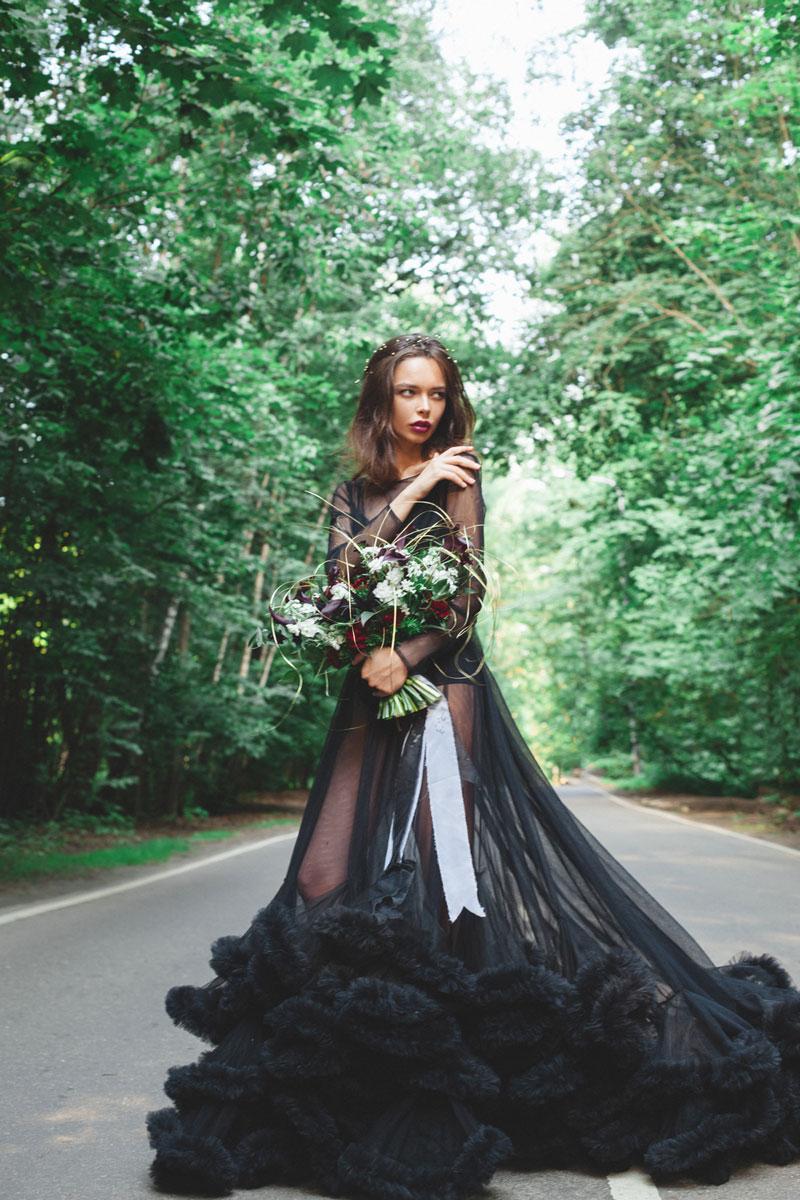 Фотография девушки в прозрачном платье-облаке