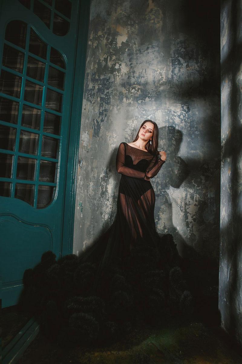 Необычное прозрачное платье черного цвета
