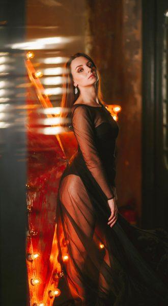 Фотосессия в прозрачном платье черного цвета