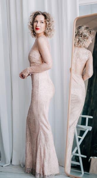 Вечернее платье с прозрачным топом, спиной и рукавами