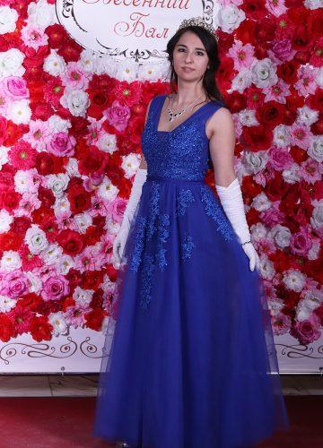 Фото в короне на фоне цветов «Весенний Бал»