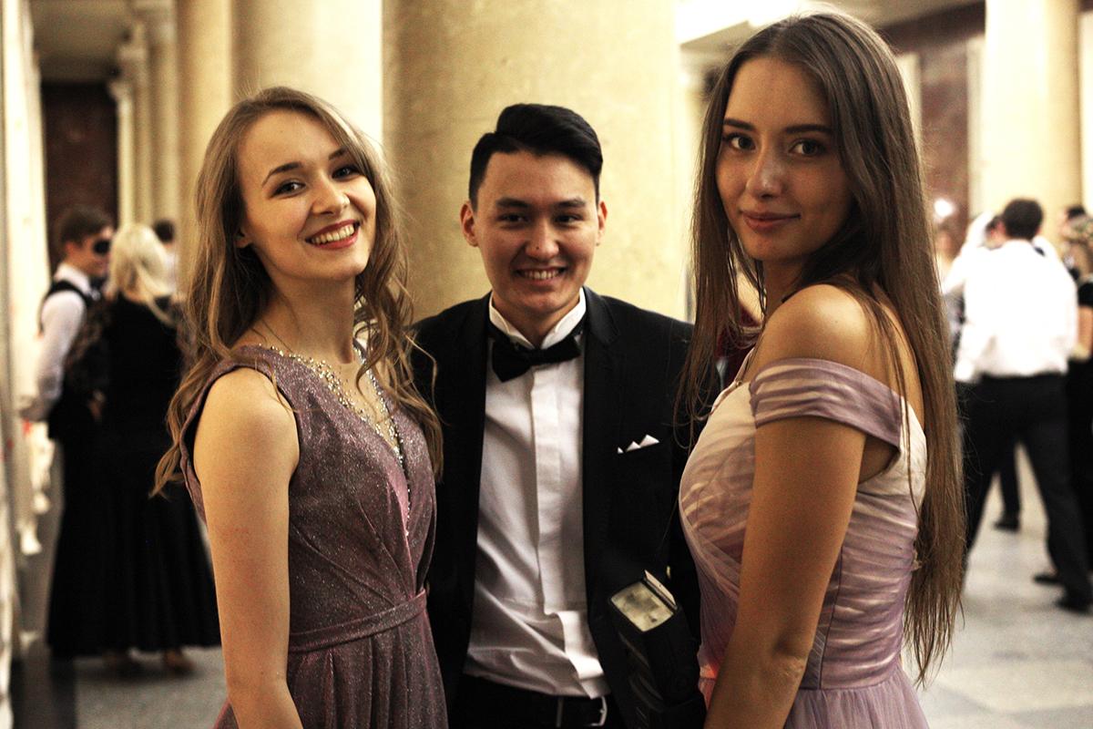Студенты МГУ на весеннем балу 2019
