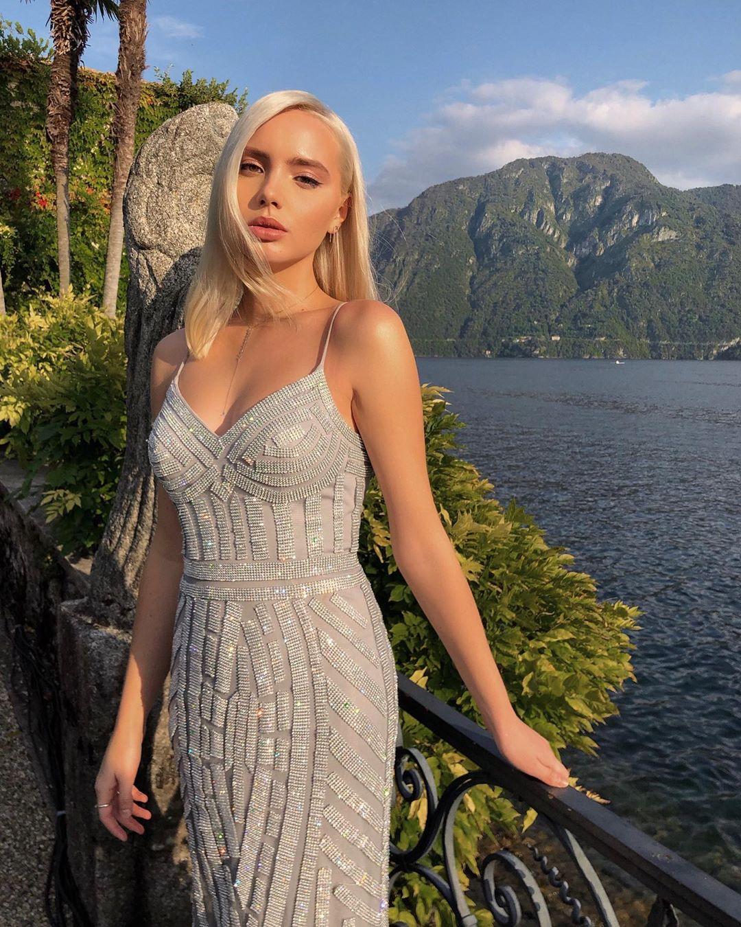 Виктория Чарыкова гость на свадьбе