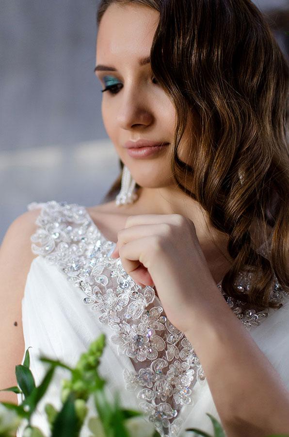 Белое платье для свадьбы с пышной юбкой