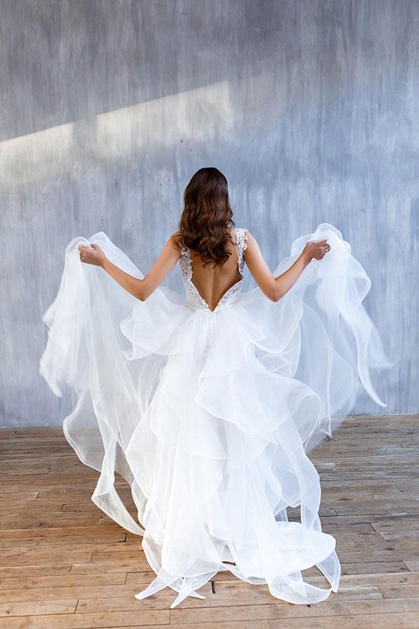Невесомое белоснежное платье для свадебного торжества
