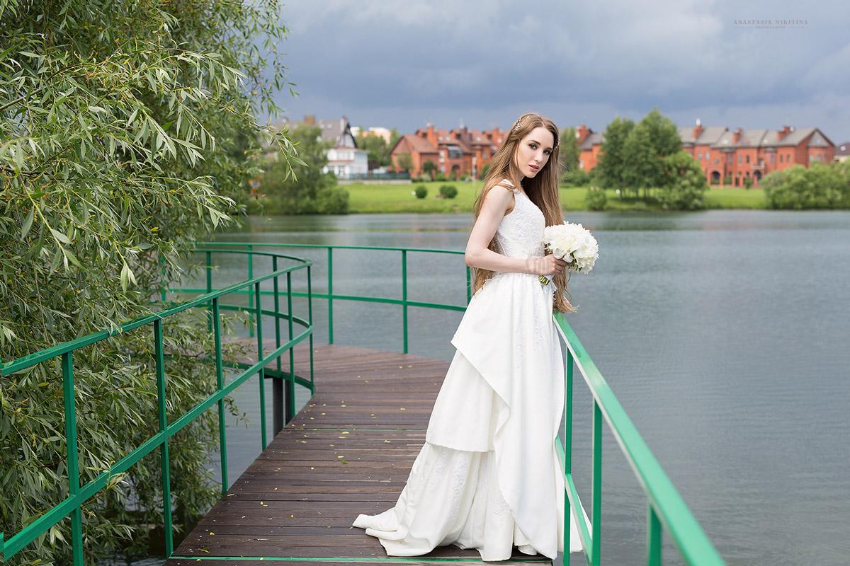 Практичное летнее платье для свадебного торжества