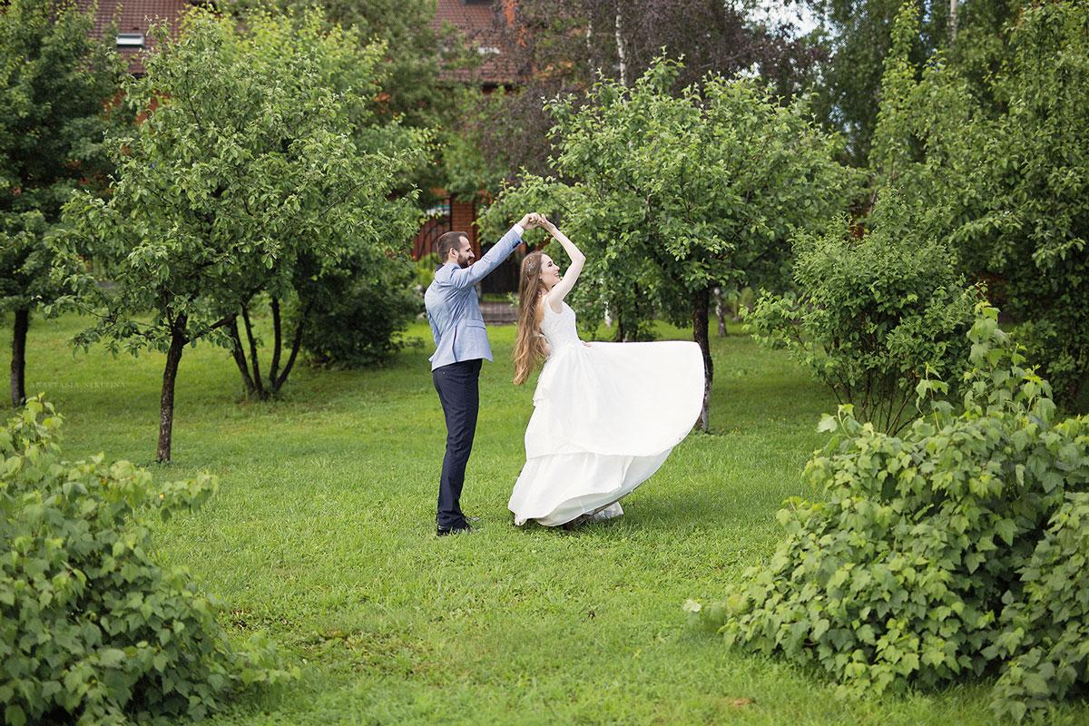 Простое платье для неповторимого образа невесты