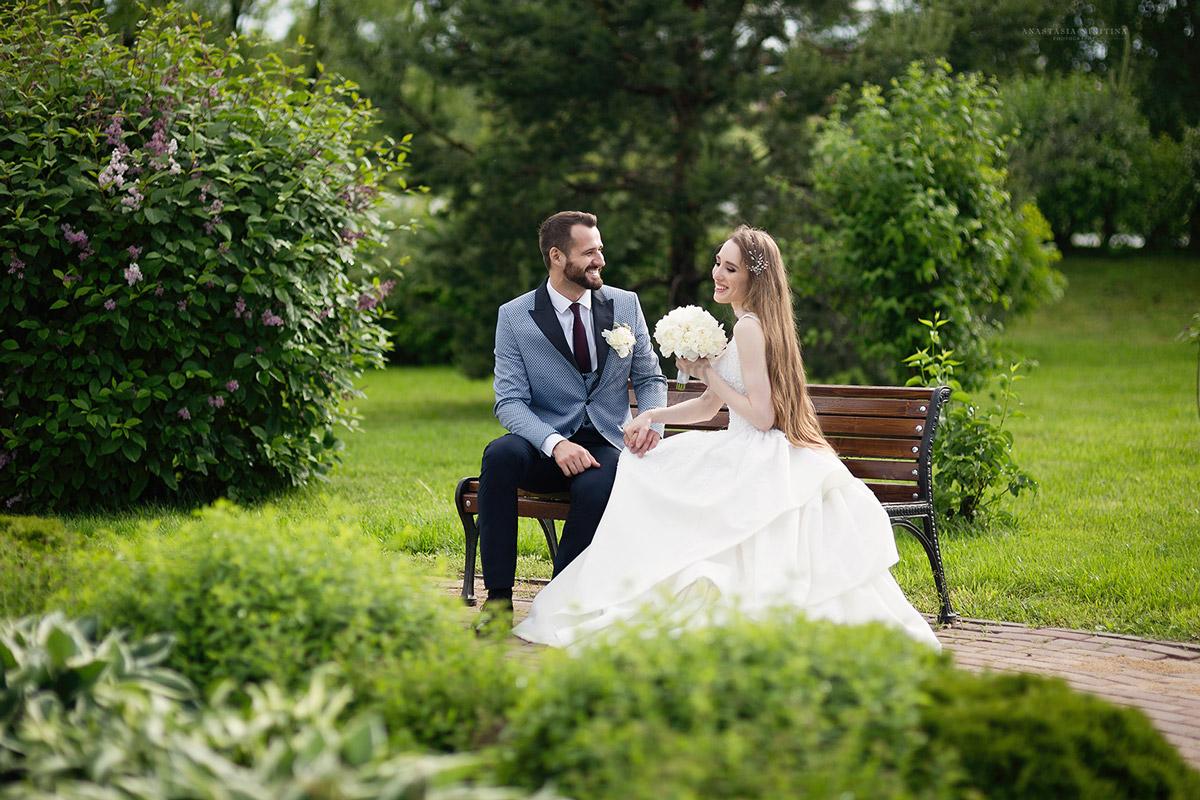Белоснежному платье невесты с утонченным корсетом