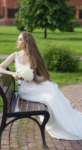 Свадебное платье с верхом из белоснежного кружева